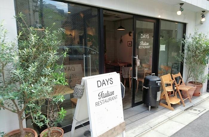 中目黒駅より徒歩約5分。オシャレで居心地の良いイタリアンカフェとして人気の「DAYS」。 気軽にイタリアンを楽しみたい時におすすめなカフェです。実は、ここのオーナーシェフの阿部さんは、代々木上原の人気イタリアンレストラン「LIFE」で9年勤めたのちに、この「DAYS」をオープンさせた実力派なんです。