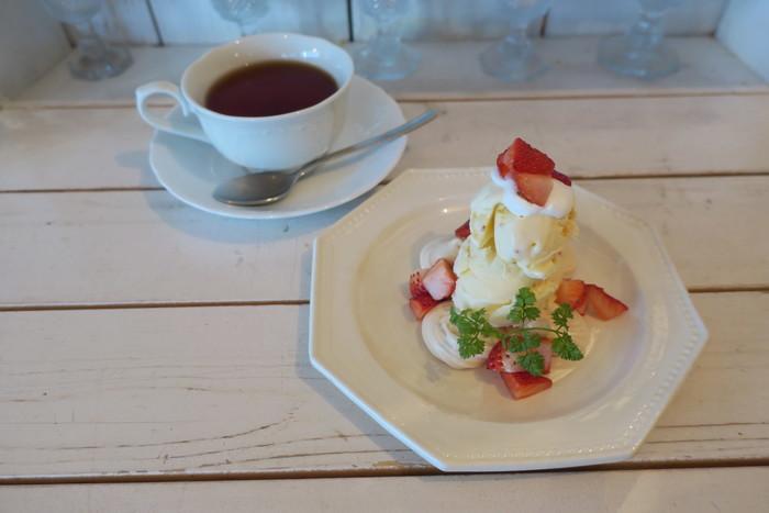 スイーツも美味しいと評判。こちらは、メレンゲと生クリームと苺で作ったイギリスの伝統的スイーツ「イートンメス」。見た目にも可愛いスイーツですね♪