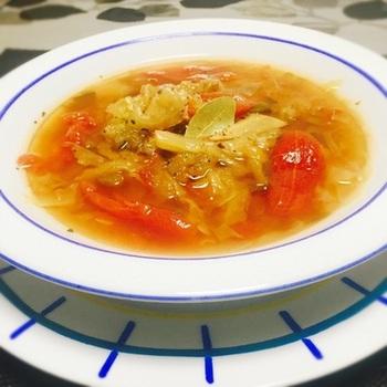 医療の現場で体重を落とすために用いられていたという、デトックススープ。キャベツを1/2玉も使うので、食物繊維もしっかりと摂れちゃいます。