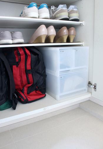 どんなお部屋にも馴染んでくれる、無印良品のシンプルな収納ボックス。玄関のシューズボックス内の空いたスペースに置いて、散らかりがちな小物の収納に。ほこりっぽい玄関には、こんな引き出しタイプの収納が最適です。