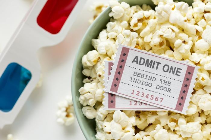 おうちでも映画館でも、センチメンタルな気持ちに合わせて思いっきり泣ける映画やラブロマンス映画を観て涙を流したり、登場人物に感情移入しながら観てみると意外な効果が得られるかもしれません。