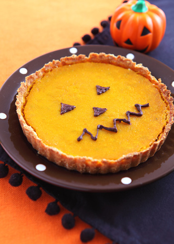 日本ではハロウイン時期に、パンプキンパイやプリンなどかぼちゃスイーツを楽しむのがポピュラーですが、アイルランドやイギリスではそれとはちょっと違った物がハロウィンの行事菓子になっています。