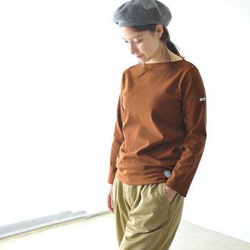 ボーダーTシャツの老舗「ORCIVAL (オーシバル)」 のコットンロードTシャツ。厚手でしっかりした生地なので、これからの季節にぴったりです。ボートネックが首筋をすっきりと見せてくれます。