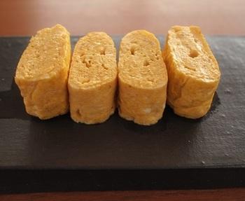 だし巻き卵は、卵焼きとはまた違う、上品なおばんざいのイメージがありますね。押さえつけず、ふんわりと焼き上げるのがコツ。ほっと癒される優しい味です。