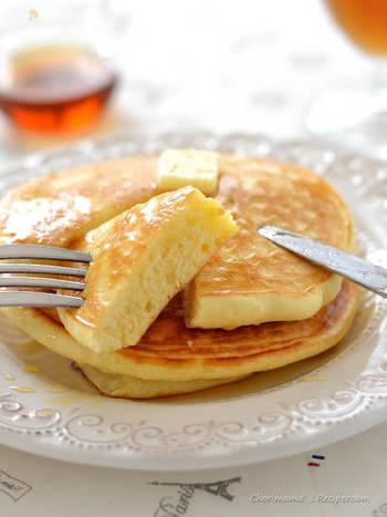 ふわふわのパンケーキは、食欲なくともひと口は食べたくなってしまうもの。美味しそうなバターの香りに、身体もパチっと目覚めます。生地は甘さ控えめなので、メープルシロップをたっぷりかけてみたり、お気に入りのジャムをつけて。