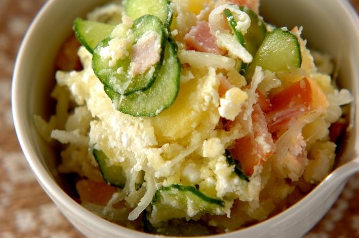 定番のポテトサラダも、マヨネーズの代わりにカッテージチーズを加えコクをプラス。ヘルシーなポテトサラダです。