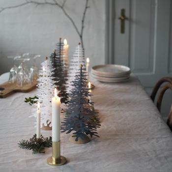 インテリアとしても素敵ですが、クリスマスの食卓をやさしく彩ってくれます。 キャンドルのほのかな灯りに照らされて、美しい世界観に引き込まれていくよう。