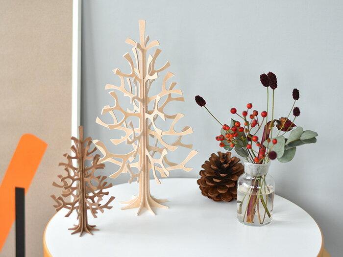 フィンランド生まれのloviは、小さいけれど白樺の手触りが心地良いミニツリー。 材料の白樺もフィンランド産です。