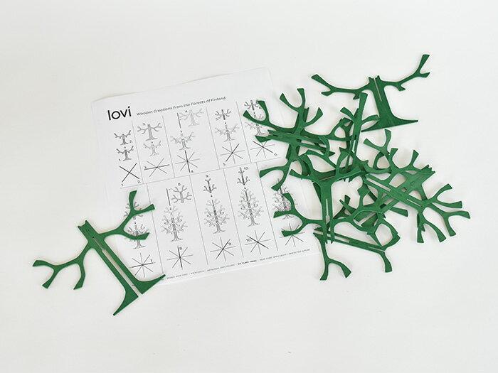 パーツは立体パズルのようになっていて、組み立てる時間も楽しめます。 クリスマスが終わっても、アクセサリーを掛けて使えそう。