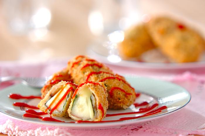 豚肉でりんごとチーズを巻き込んだ創作料理のような洒落たレシピです。りんごのサックリした食感が心地よい歯ごたえをプラスしてくれます。食べてビックリのサプライズメニューとしても使えますね。