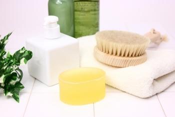 髪全体にのばしたら、1~2分置いてからぬるま湯で洗い流します。すすぎ残しは、トラブルの原因にもなるので必ずしっかりと洗い流すことが大切です。