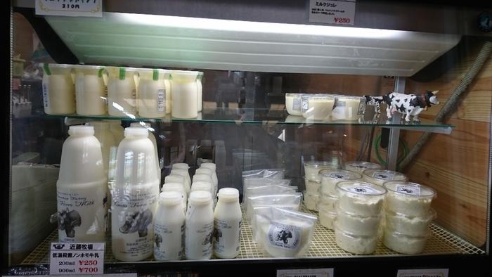 """そして、もう一つのオススメが、牛乳とリコッタチーズをたっぷり用いた『リコッタ・プディング』。ブルンと口当たり滑らかで甘さ控えめ。""""ちばの食の逸品""""コンテストで金賞を受賞した逸品です。(画像上段左が『リコッタ・プディング』)】"""