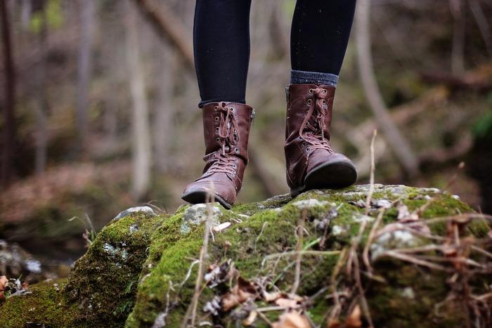 リフレッシュしたいと思ったときに、無意識に自然を求める方も多いかもしれませんね。視覚や聴覚、嗅覚など五感をフルに使って自然を感じることは、ストレスを軽減したり、高ぶった気持ちを落ち着けたりする効果があります。忙しい平日には近くの公園で、休日には足を伸ばして広大な自然のなかで、「○○さんぽ」を楽しんでみませんか?