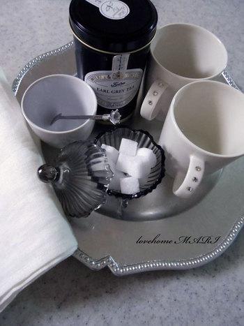 ポットやカップだけでなく、ティーストレーナーやミルクピッチャーなど、紅茶には揃えておくと便利なアイテムがいろいろあります。お気に入りで揃えれば、より一層おいしい紅茶が淹れられそうですね。自分用はもちろん、紅茶好きな方へのギフトにもいかがでしょうか?