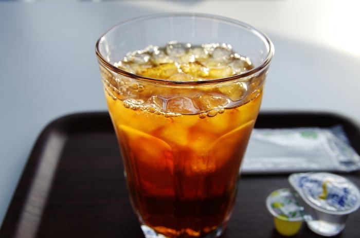 ベルガモットという柑橘類の香りをつけたフレーバードティーの1つであるアールグレイ。その爽やかな香りは、アイスティーにするのに向いています。アールとは伯爵のことを意味し、かつてイギリスの首相であったグレイ伯爵に由来した名前です。
