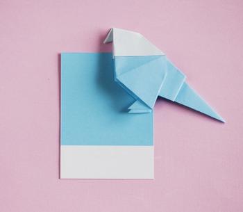 小鳥はハサミなどを使わず、ただ折るだけで作れるのでとっても簡単。ナチュラルテイストのお部屋によく合います。