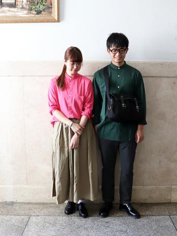スタンドカラーのAラインシャツを用いたコーデ。  シンプルでスマートな印象のデザインだからこそ、はっとするキレイな色をセレクトすると素敵。 ボトムにはベージュのロングスカートを合わせて、落ち着きをプラスして♪