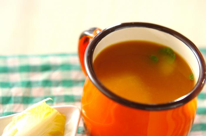 オレンジの果汁をたっぷり使った紅茶は爽やかな香り。ハチミツが入って、やさしい甘さを味わえます。チョコレートのお供によく合いそう♪