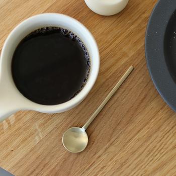ミルクや砂糖を混ぜる時に使うティースプーン。シンプルながら洗練されたデザインのものだと、食卓に登場する機会も増えそう。茶葉をすくう時にもぜひ使ってみて。