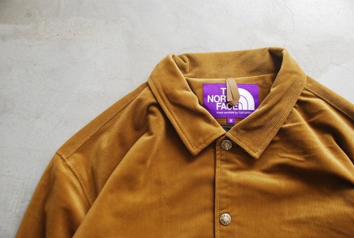 ちょっと肌寒くなって着た時に羽織れるアウターとしておすすめなのが、コーデュロイのフィールドジャケット。こちらはメンズアイテムですがSサイズなら女性がオーバーサイズに着るのも◎。インナーにパーカーやスウェットを合わせたコーデもかわいいですよ。