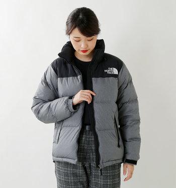冬の防寒アウターといえば、ダウンジャケット!女性でも気軽に着れて、動きやすい。そして、寒い思いは絶対にしたくない。そんな女性にノースフェイスのダウンが選ばれています。