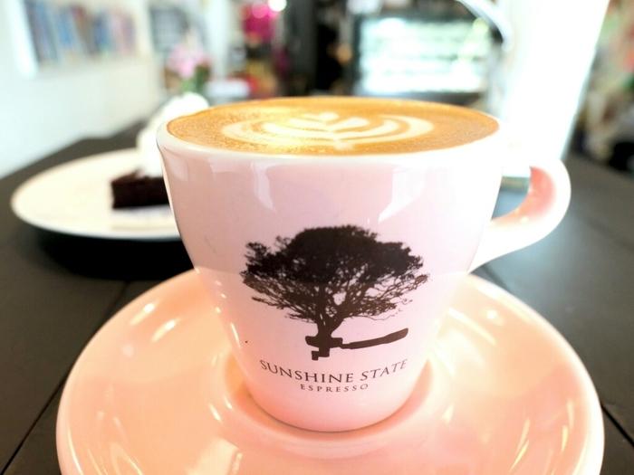 美しいラテアートは壊すのがもったいなくなってしまいます。シングルオリジンのコーヒーを中心に、ブレンドやノンカフェインのものも用意されています。今までとはちょっと違うコーヒーが飲みたいときにおすすめのお店です。