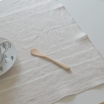 キッチン周りでも、丈夫で洗いやすく乾きやすいリネンはやっぱり大活躍。  洗うたびに風合いが増し、まるでガーゼのようにやさしく軽い手触りに育ってくれます。