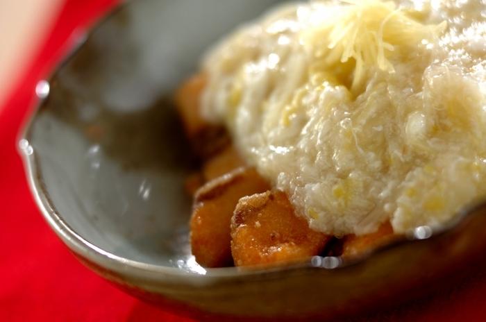 寒い季節になると野菜売り場にたくさん積まれる旬の白菜。お鍋にしたり炒めたり、いろんな料理に合う万能野菜ですね。こちらは生姜が香るトロリと卵白でとじた白菜あんかけです。味付けは塩麹で、さらに身体に美味しく優しく。