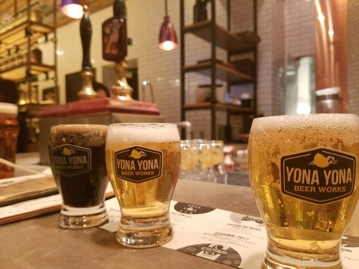 おなじみ『よなよなエール』『水曜日のネコ』などの銘柄に加え、同店のみの限定醸造など、10種類以上のビールが飲み比べできます。