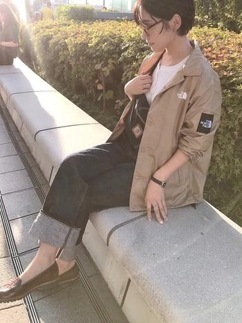 日本で人気のノースフェイス。日本人の体型に合わせたデザインを採用しているアイテムも多く、普段の洋服に合わせたサイズ感というのも特徴。男性女性に関わらず、通勤中でもノースフェイスのアウターを着用している方を多くみかける理由も、そこにありました。