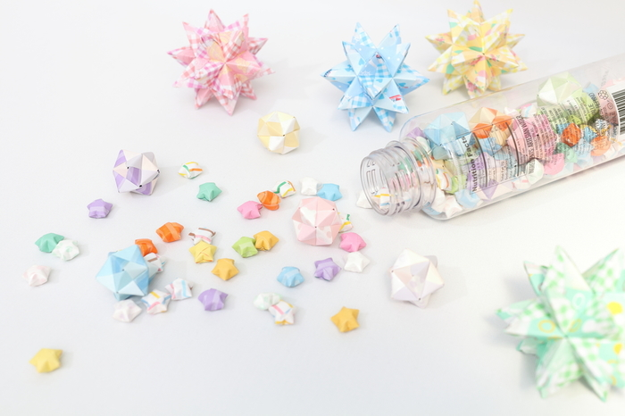 折り方ひとつでお部屋のデコレーションにも、季節のディスプレイにもなる「立体折り紙」。従来の子どもが遊ぶ折り紙のイメージとは全く違う、進化した折り紙です。一体どんなものが作れるのか、さっそく詳しく見ていきましょう♪