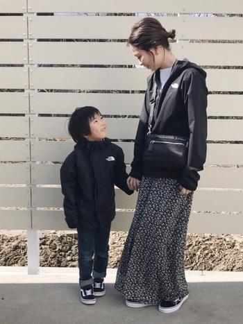 ノースフェイスは幅広い年代の方に大人気。最近はベビーやキッズアイテムにも注目が集まっています。親子でリンクコーデを楽しめるだけでなく、150cm,160cmの子どものアウターをコンパクトに着たり、旦那さんのアウターを借りてルーズに着たりと、家族間で共有できるのも大きな魅力。