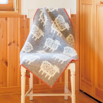 もともと毛糸のメーカーとして立ち上げられたスウェーデンのクリッパンは、毛糸の製造から製品まで全てを自社で行っているので、品質管理はばっちりです。上質な素材と高いデザイン性で多くの人を魅了しています。