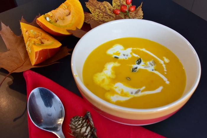 今やすっかりお馴染みとなった秋の一大イベント、ハロウィン。ハロウィンにちなんだ料理にはたくさんの種類があり、ごはんからおかず、おやつまでさまざまに楽しめます。「朝しか時間がとれない…」なんてときでも大丈夫!朝ごはんに楽しめるハロウィンレシピもありますよ。朝食からランチ、おやつ、夕食まで、1日の中で好きなときに作って美味しいハロウィンレシピをご紹介します。