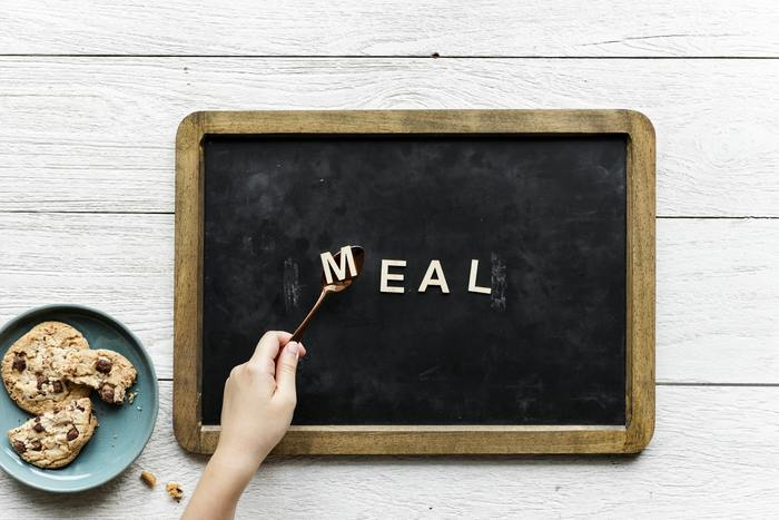 お昼ご飯といえば、お腹がすいたけど、食べたいものがなかなか思いつかない…そんな時ってありませんか! 和洋中、魅力的なお料理はいっぱいあるのに、決められない…。今回は、そんな時に役立つ、簡単美味しい「お昼ご飯レシピ」をご紹介したいと思います。