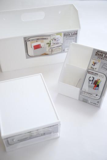 セリアのデスクラボシリーズには、雑誌や新聞もすっきり入るメールボックス、文具を立てて収納できる仕切り付きプチポケット、引き出しタイプのプルケースなどがあり、ワークデスク上の整理収納に人気です。