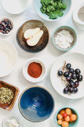 塩辛いものやカフェインを摂り過ぎると、血管を収縮させ、血圧が上がってほてりやのぼせを招きやすくなることがあります。普段の食生活に偏りがないか、バランス良く栄養を摂取できているか、改めて見直してみましょう。女性ホルモンと似た働きをする成分「大豆イソフラボン」が摂取できる大豆製品を毎日適度に取り入れるのもおすすめです。