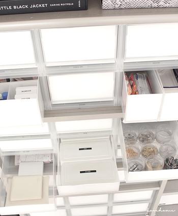 スタッキングできる1個売りの収納ケースは、服の管理以外にもお家のパントリーやクローゼットに合わせやすく、浅型・深型と収納するものに合わせて組み合わせられ、より使い勝手の良い収納を叶えてくれます。