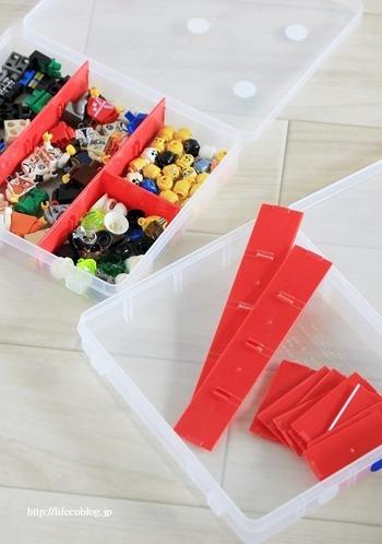 こちらの写真のように、収納する物に合わせて自由に仕切りを調節できます。ブロックの種類や色別に分けておくと、遊ぶ時もしまう時も楽ちんですね。薄型のケースで見やすい&使いやすいのはもちろんのこと、小さいお子さんでもフタのロックが開閉しやすいというのもポイントです。「バラバラになりやすいLEGOを、すっきり収納したい」という方は、ぜひセリアの「仕切りケース」を活用してみてはいかがでしょうか。