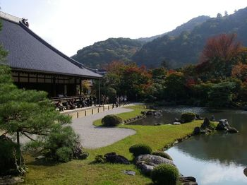 京福電鉄・嵐山駅からすぐのところにある天龍寺。「古都京都の文化財」として世界遺産に登録されています。