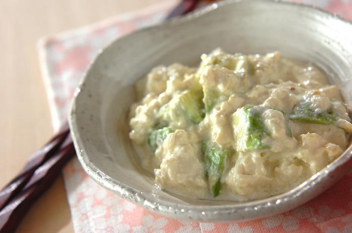 目に優しいアボカドと豆腐を使ったサラダです。食感の相性も良く、栄養たっぷりです。味付けは醤油からドレッシングまで幅広くアレンジ出来ちゃいます。