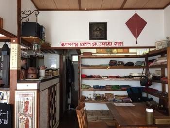 バングラデシュの雑貨や紅茶なども販売しています。販売している商品で、バングラデシュの支援をしているんだそう。