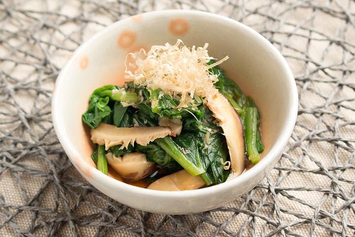 干し椎茸の戻し汁をだしに使ったおひたし。干すことでうまみも栄養も格段にアップした干し椎茸を食事に取り入れるのは、とてもメリットが大きいですね。
