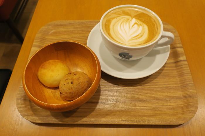 しっかりとこだわりのあるコーヒーなのに、お値段はリーズナブル。ポンデケージョは甘いものからしょっぱいものまで種類豊富に揃っているので、気分に合わせてチョイスできますね。