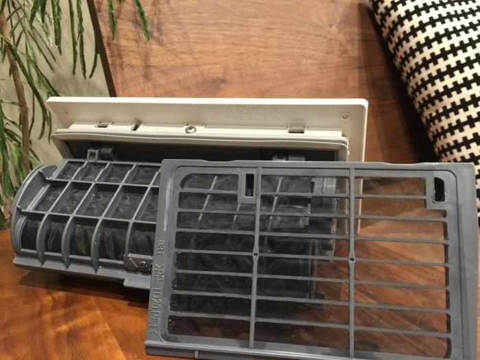 ドラム式の洗濯乾燥機などは自分でメンテナンスできる箇所もありますが、使用年数が経っている場合はメーカーや専門業者などプロによる分解掃除が必要な事も。寒くなり使用頻度が増える前に、メンテナンスを依頼しておくと安心です。