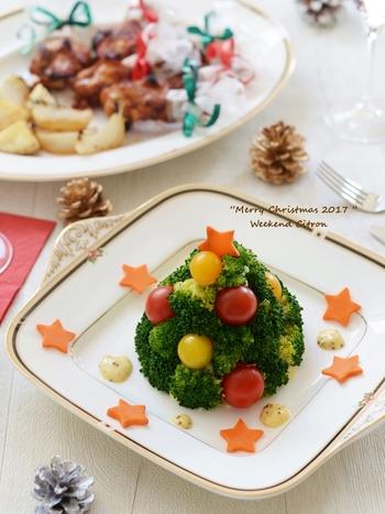 こんもりクリスマスツリーが食卓に出現!パーティーのワクワク気分が高まります。