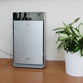 部屋干しの間、室内の空気が気になる場合は空気清浄機もおすすめです。ただし、加湿機能はオフにしておきましょう。除湿機があれば、洗濯物の真下に置いて運転するとより乾きが早くなります。