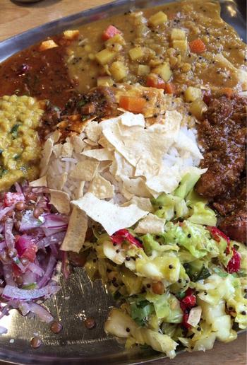 サンバル・ラッサム・ご飯は、無料で1回ずつお替りすることができるのも嬉しいポイント。南インド系のカレーをたっぷり味わいましょう!