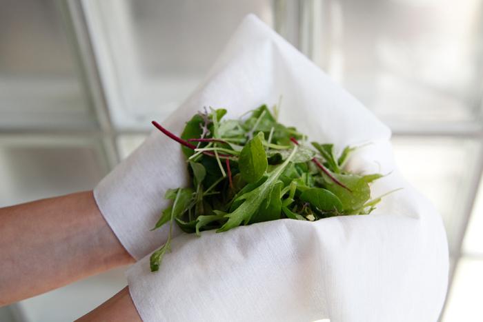 お野菜の水切りや、揚げ物の油とり、出しを濾すときなど色々な場面で活躍してくれます。食材に繊維が残らないから安心して使えます。