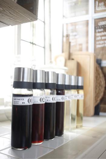 まったく同じ容器で、パッと見て分かりづらい調味料はラベリングしておくと分かりやすいです◎